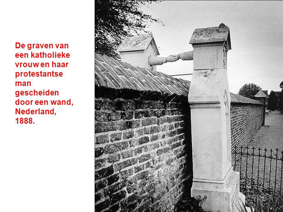 De graven van een katholieke vrouw en haar protestantse man gescheiden door een wand, Nederland, 1888.