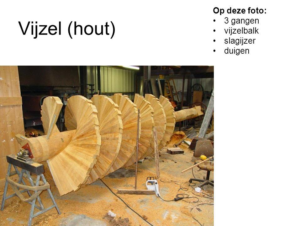 Op deze foto: 3 gangen vijzelbalk slagijzer duigen Vijzel (hout)