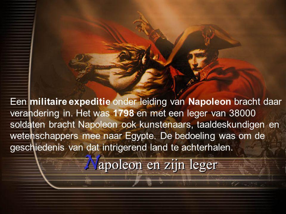 Een militaire expeditie onder leiding van Napoleon bracht daar verandering in. Het was 1798 en met een leger van 38000 soldaten bracht Napoleon ook kunstenaars, taaldeskundigen en wetenschappers mee naar Egypte. De bedoeling was om de geschiedenis van dat intrigerend land te achterhalen.