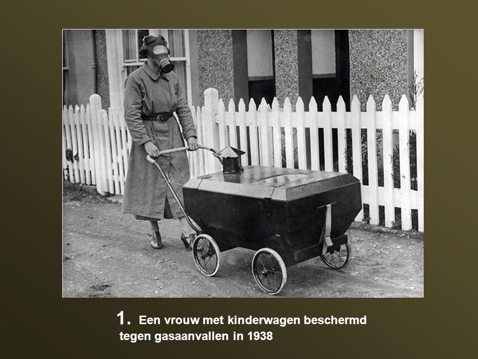 Een vrouw met kinderwagen beschermd