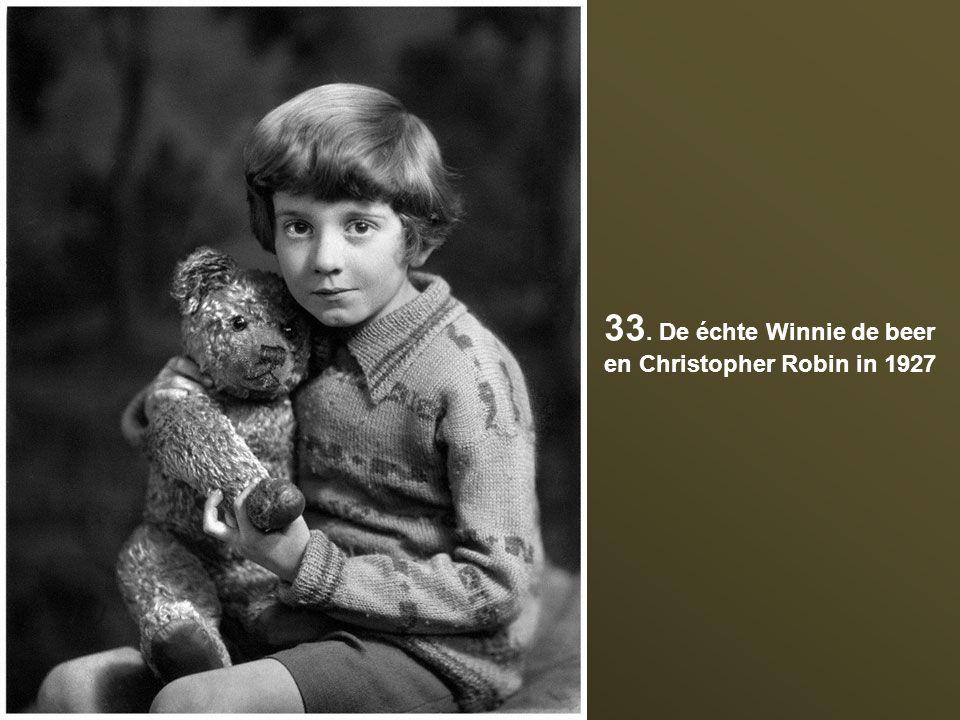 33. De échte Winnie de beer en Christopher Robin in 1927