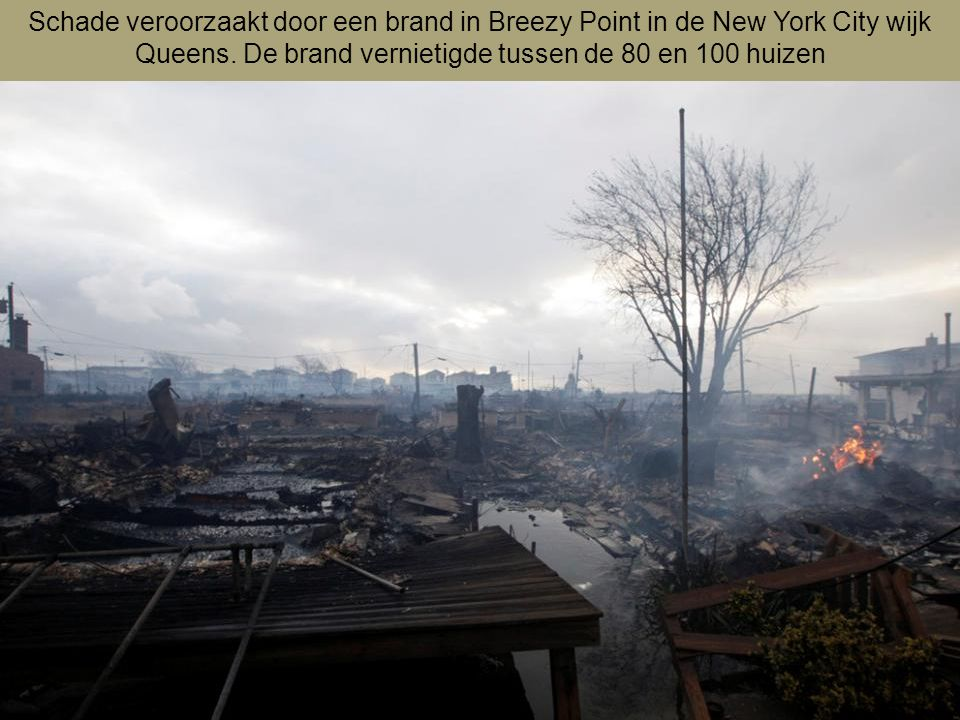 Schade veroorzaakt door een brand in Breezy Point in de New York City wijk Queens.